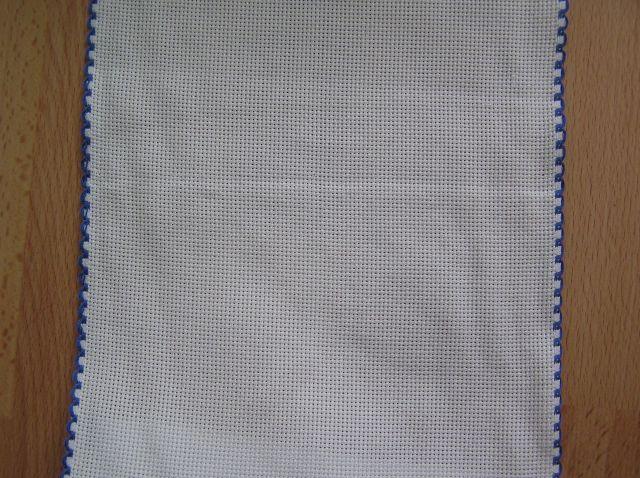 20 cm széles aidaszalag fehér kék szegéllyel