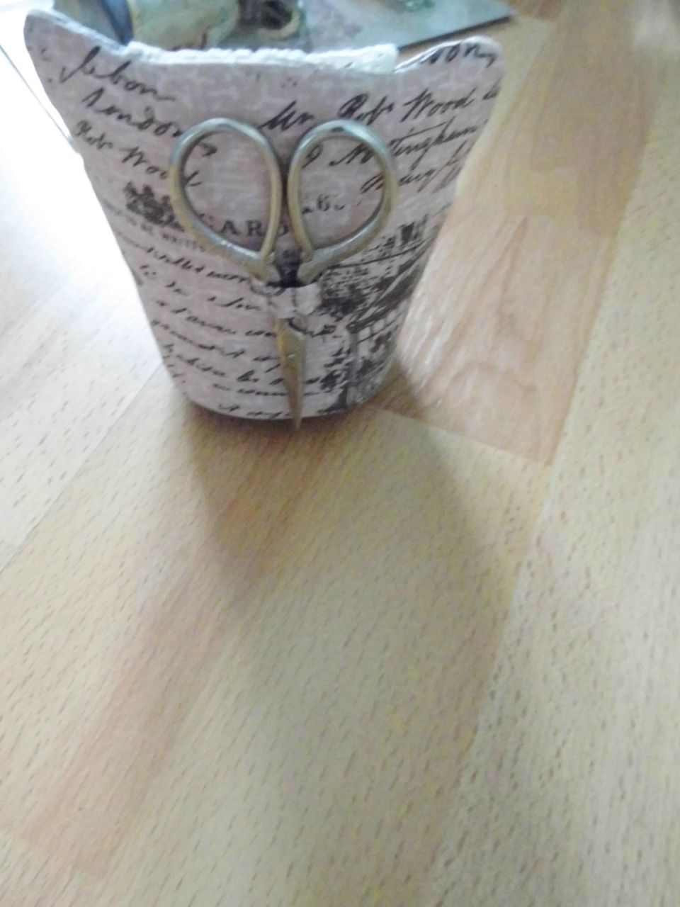 Tűpárna - antik karosszék ollóval